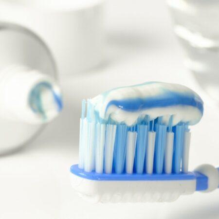 Пасти, четки за зъби и води за уста